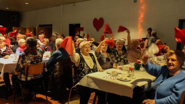 240 senioren genieten van gezellig samenzijn