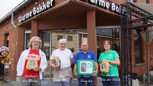 Drie AED toestellen in Ginderbuiten